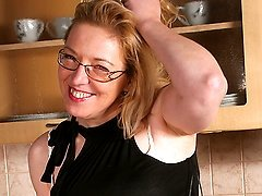Housewife Jane loves to get wet in her kitchen
