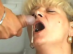 Blonde mom gets facials from blackie n white guy