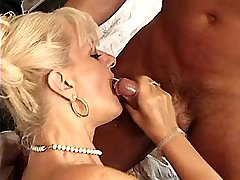 Blonde mature fucks in bedroom n gets fresh facial